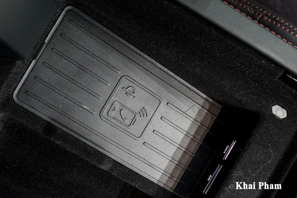 Ảnh Sạc không dây xe Lamborghini Urus 2020