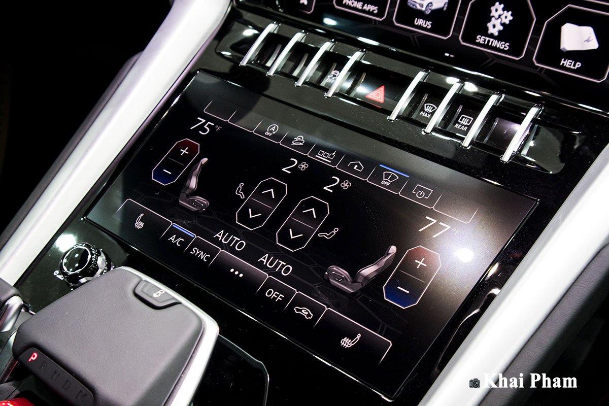 Ảnh Màn hình điều hoà vô-lăng xe Lamborghini Urus 2020