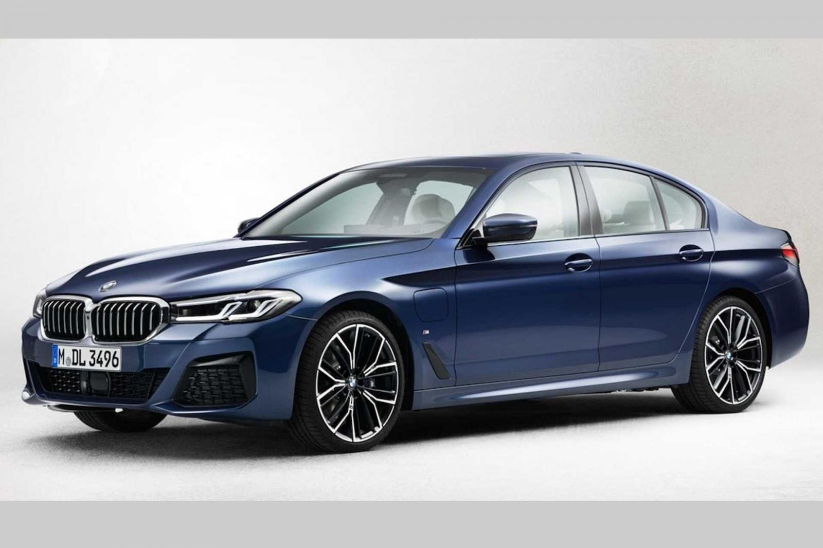 BMW 5-Series facelift tung teaser trước giờ G - Ảnh 1.