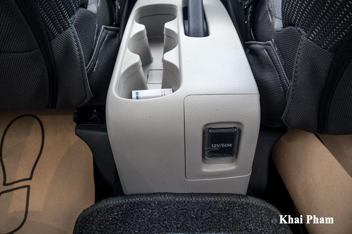 Ảnh  Bệ hàng 2  xe Toyota Avanza 2020