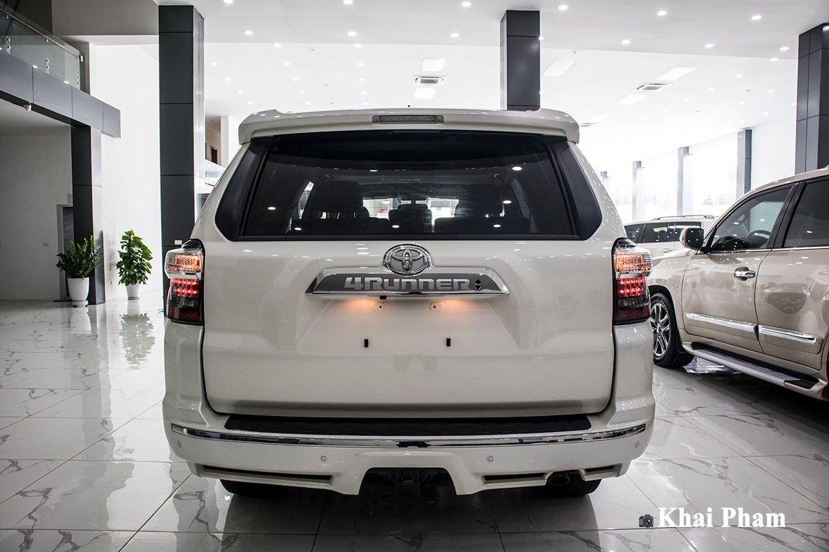 Ảnh chính diện đuôi xe Toyota 4Runner Limited