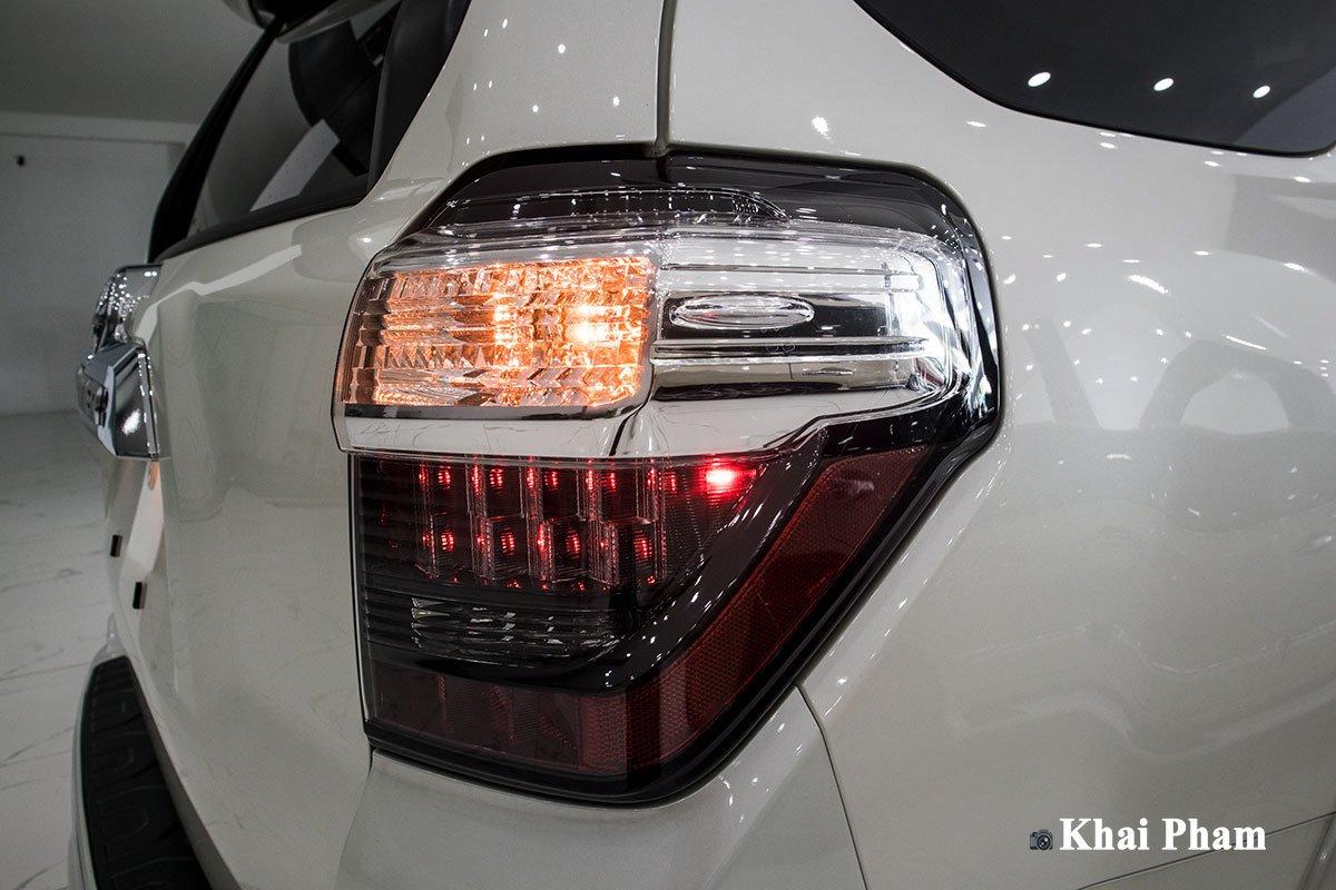 Ảnh đèn hậu phải xe Toyota 4Runner Limited