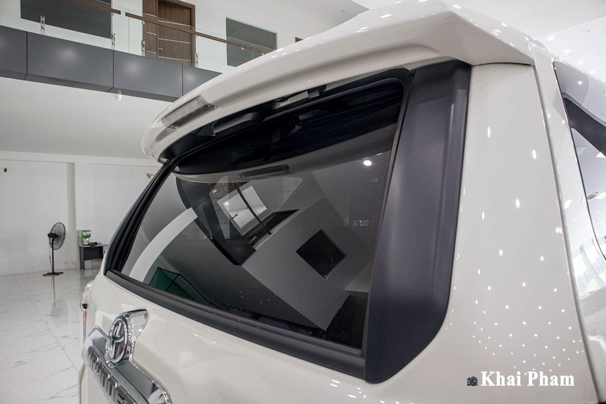 Ảnh kính hậu xe Toyota 4Runner Limited