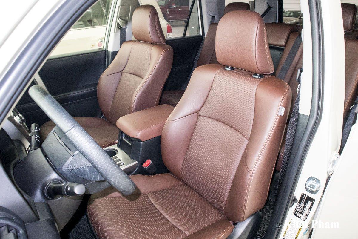 Ảnh ghế lái xe Toyota 4Runner Limited