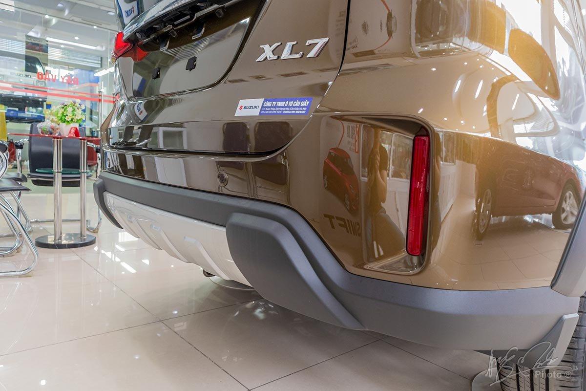 Đánh giá xe Suzuki XL7 2020: Cản sau thiết kế mới.
