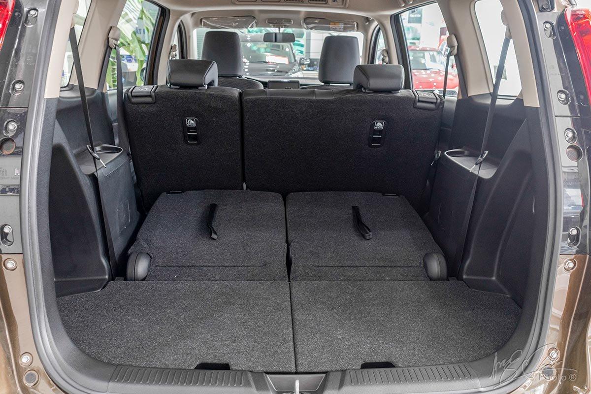 Đánh giá xe Suzuki XL7 2020: Khoang hành lý khi gập hàng ghế thứ 3 xuống.