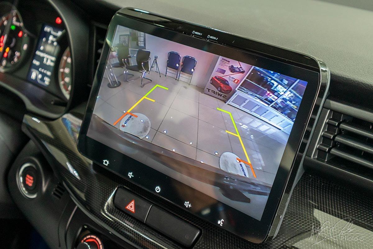 Đánh giá xe Suzuki XL7 2020: Camera lùi.