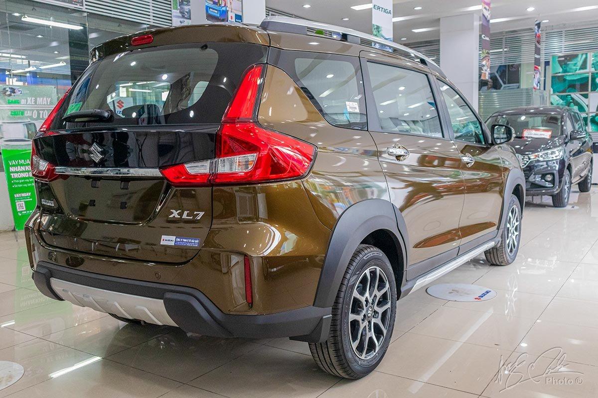 Đánh giá xe Suzuki XL7 2020: Thiết kế đuôi xe.