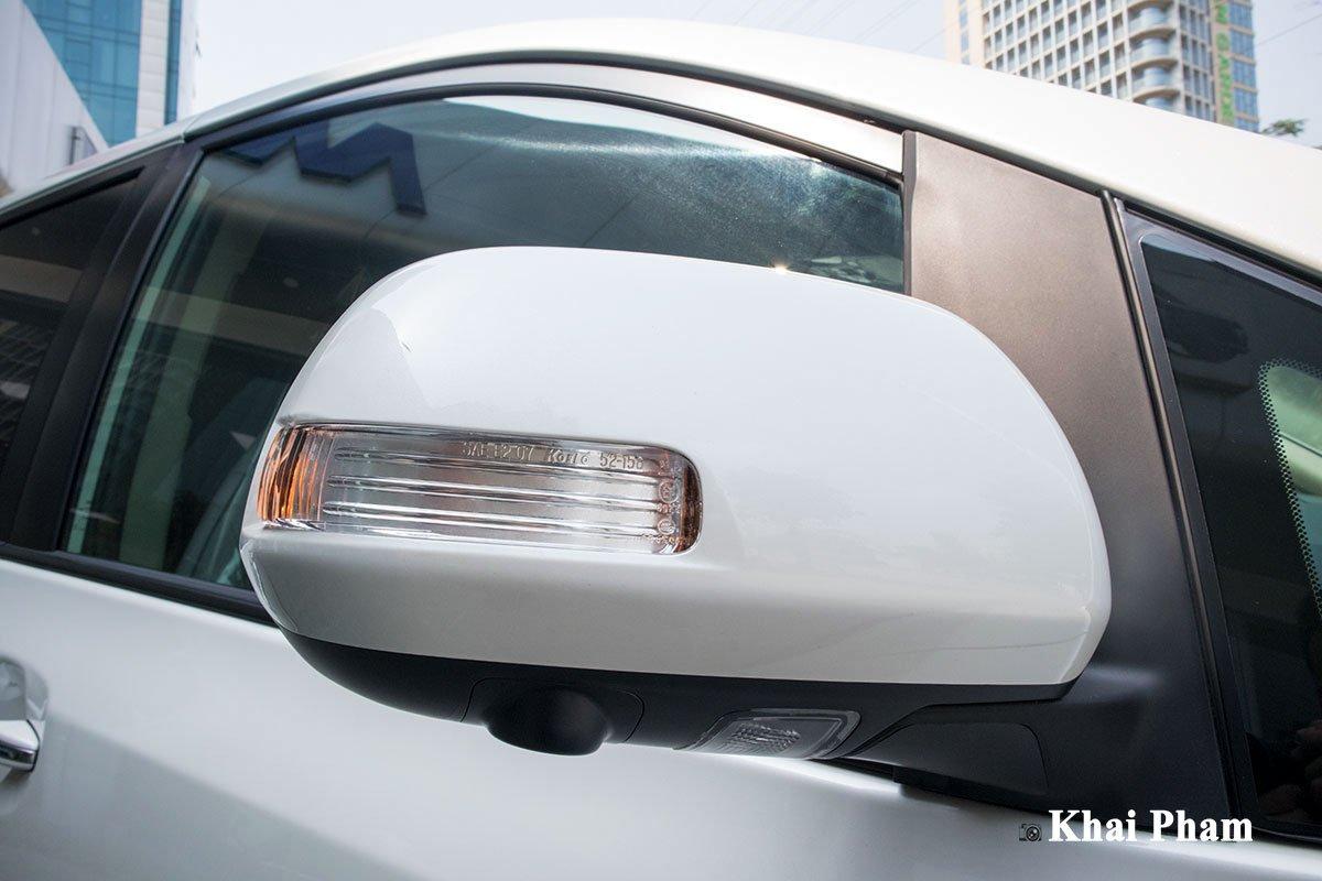 Ảnh gương xe Toyota Sienna 2020