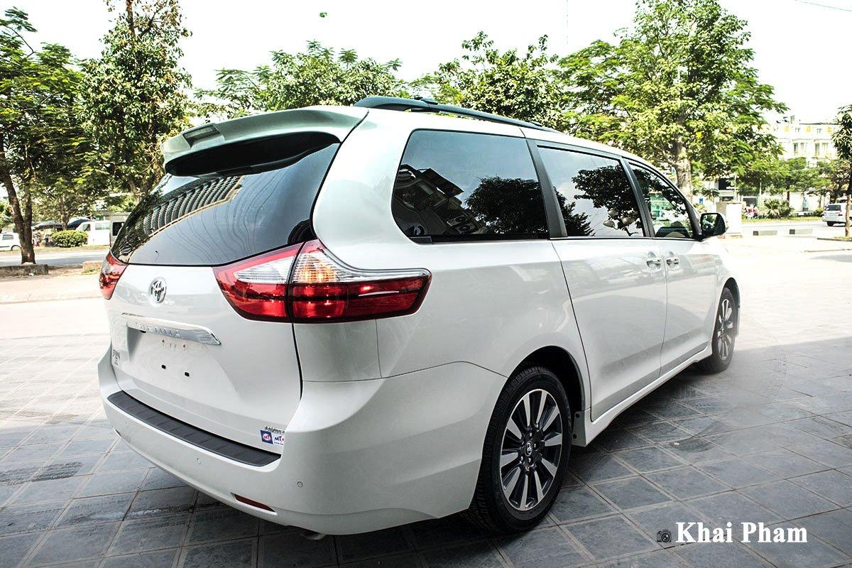 Ảnh đuôi xe Toyota Sienna 2020