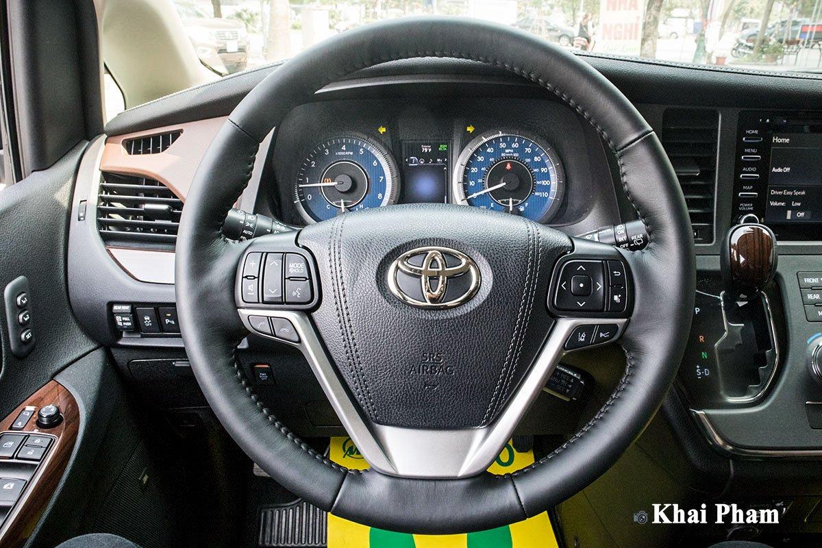 Ảnh chính diện vô-lăng xe Toyota Sienna 2020