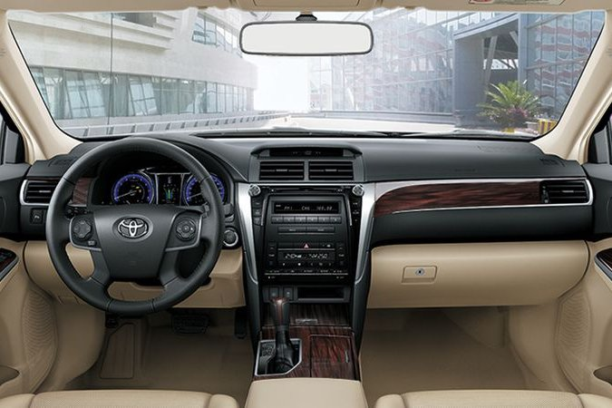 Sự khác biệt về nội thất giữa Toyota Camry nhập khẩu và lắp ráp trong nước - Ảnh 1.