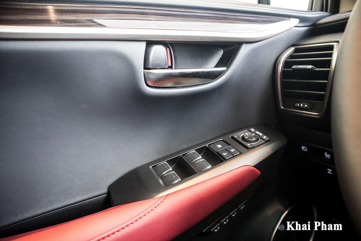 Ảnh Táp-li cửa xe Lexus NX 300 2020