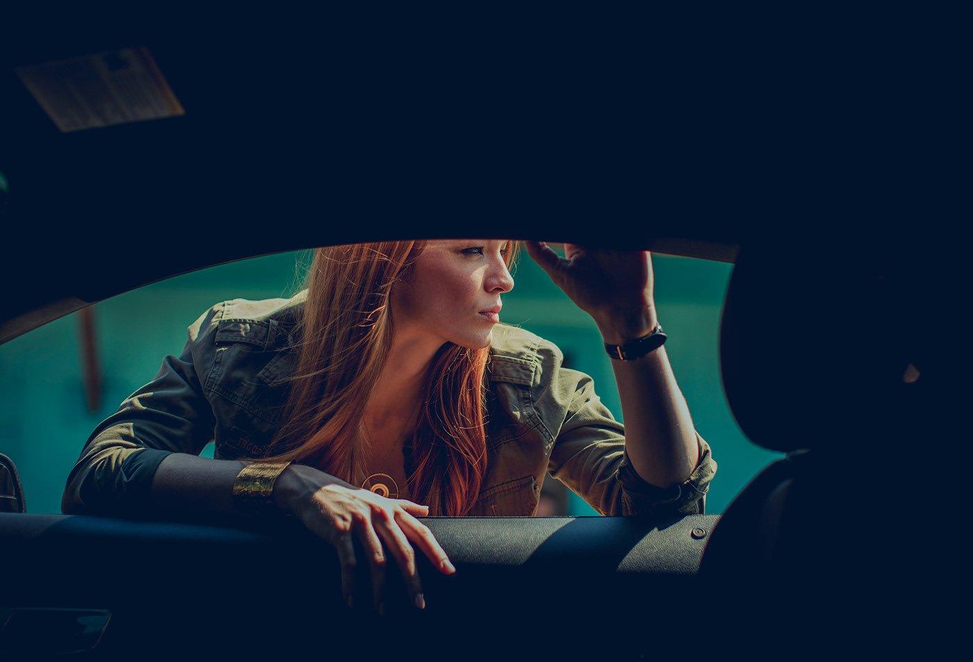 Ngắm nàng thơ bên xe Ford Mustang mạnh mẽ - Ảnh 1.