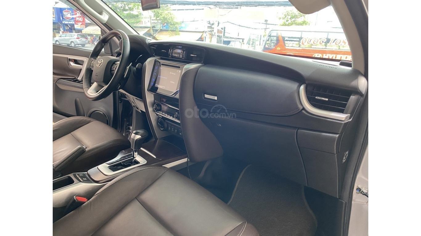 Bán xe Toyota Fortuner 2.7 V 4x4 2017, trả trước chỉ 280 triệu (7)