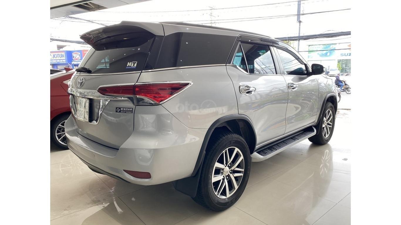 Bán xe Toyota Fortuner 2.7 V 4x4 2017, trả trước chỉ 280 triệu (5)