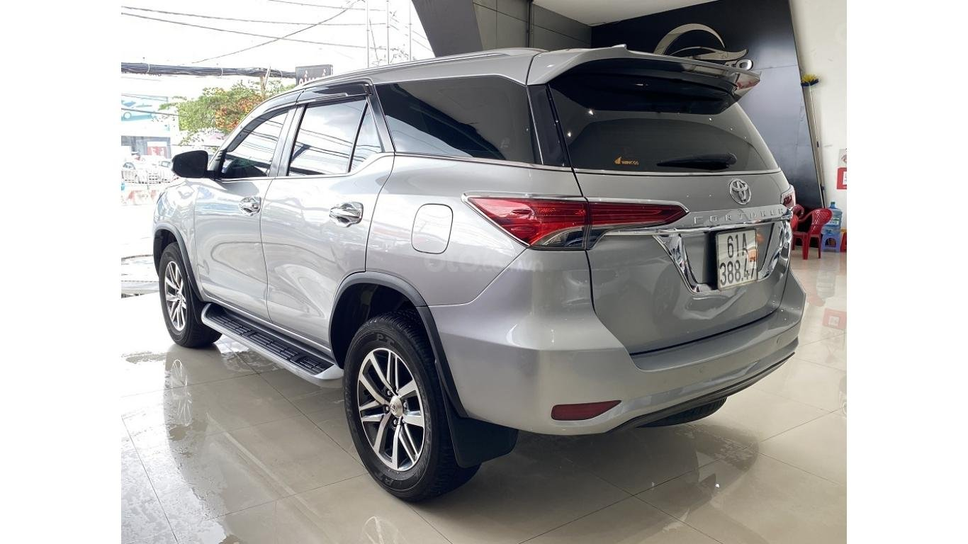 Bán xe Toyota Fortuner 2.7 V 4x4 2017, trả trước chỉ 280 triệu (4)