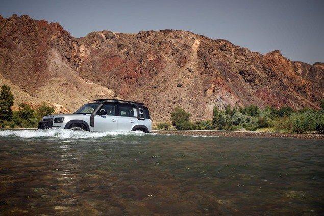 Land Rover Defender 2020 có thể lội nước ở độ sâu 900 mm 1