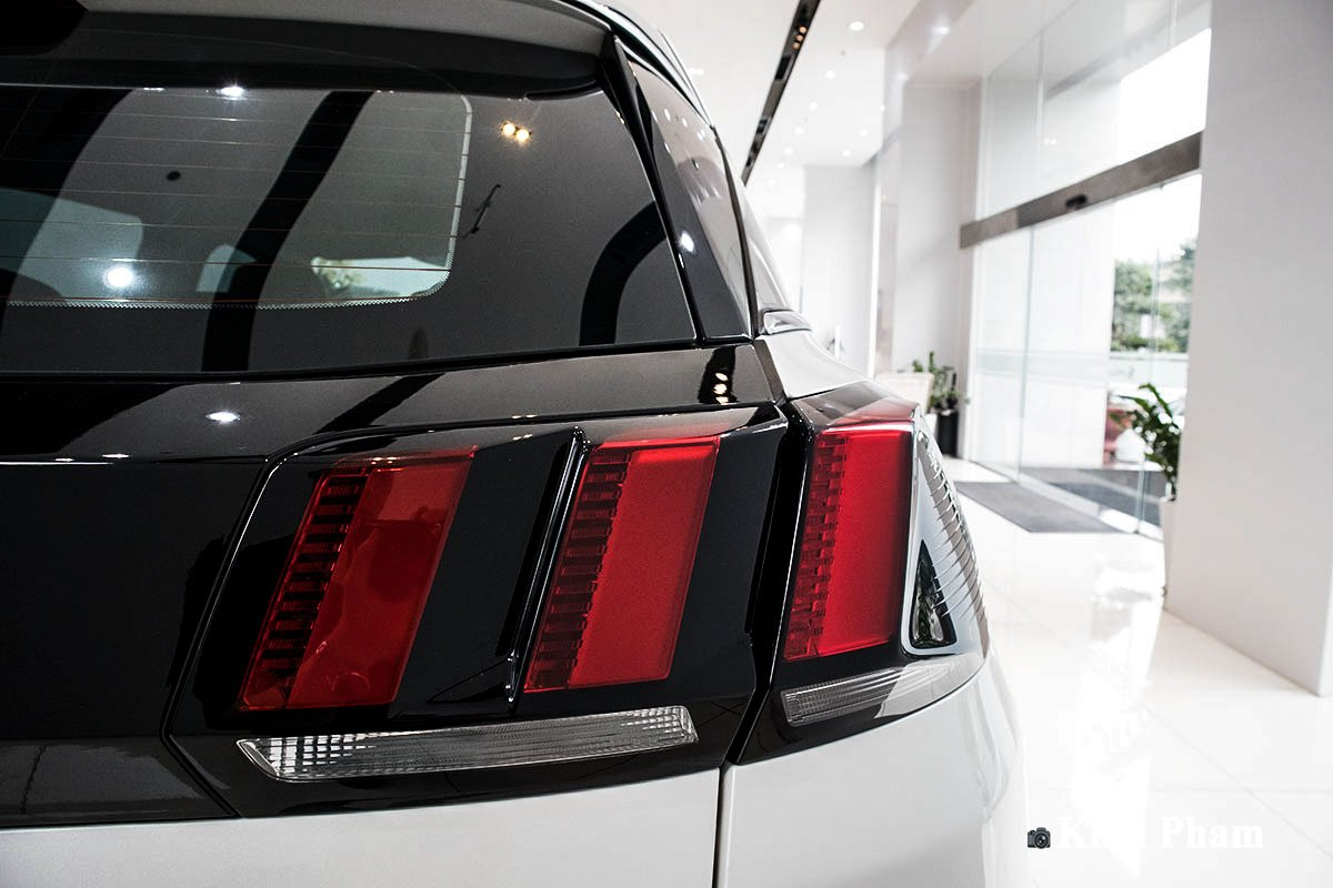 Ảnh Đèn hậu phải xe Peugeot 3008 2020