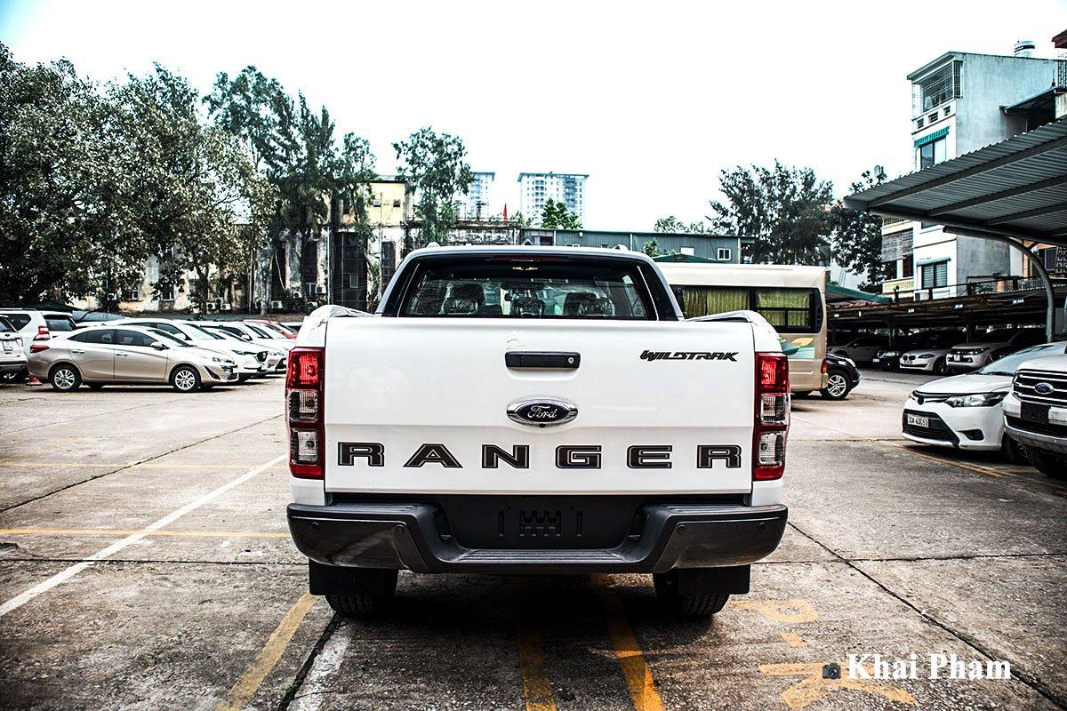 Ảnh chụp chính diện đuôi xe Ford Ranger 2020