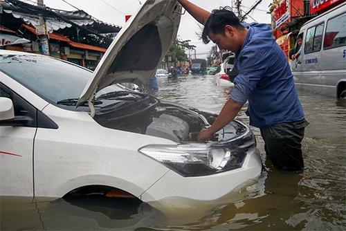 Cách phát hiện xe bị ngập nước và cách khắc phục ô tô ngập nước - Ảnh 1.