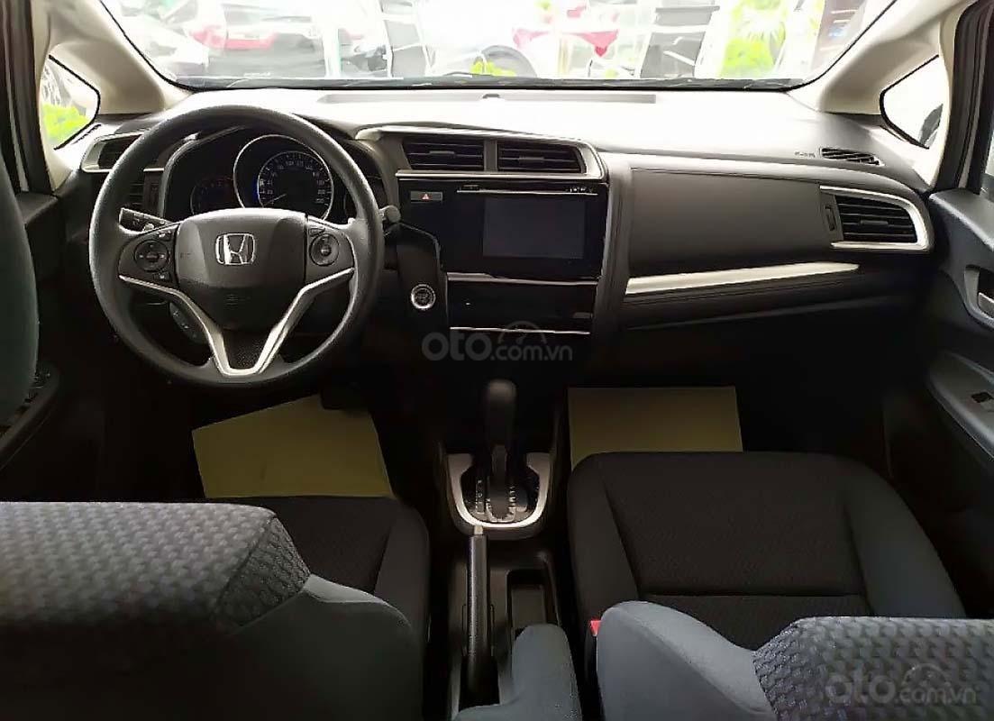 Khoang nội thất của Honda Jazz sắp xếp khoa học, hướng tới người lái. 1