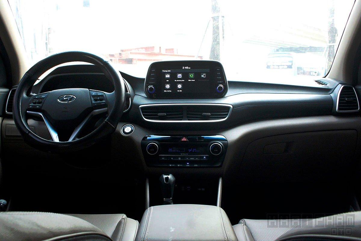 """Hyundai Tucson """"xả hàng"""" tại đại lý, giá bằng xe sedan hạng C - Ảnh 1."""