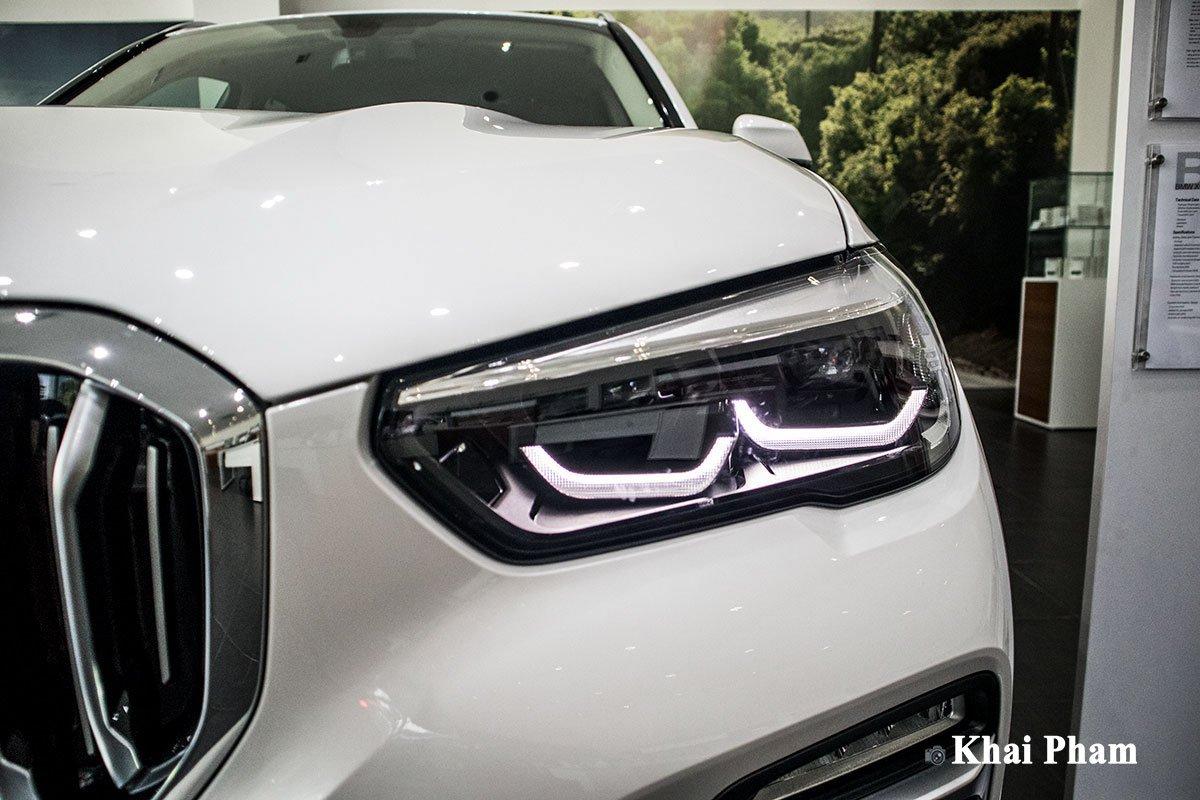 Ảnh đèn pha phải xe BMW X5 xDrive 40i xLine 2020