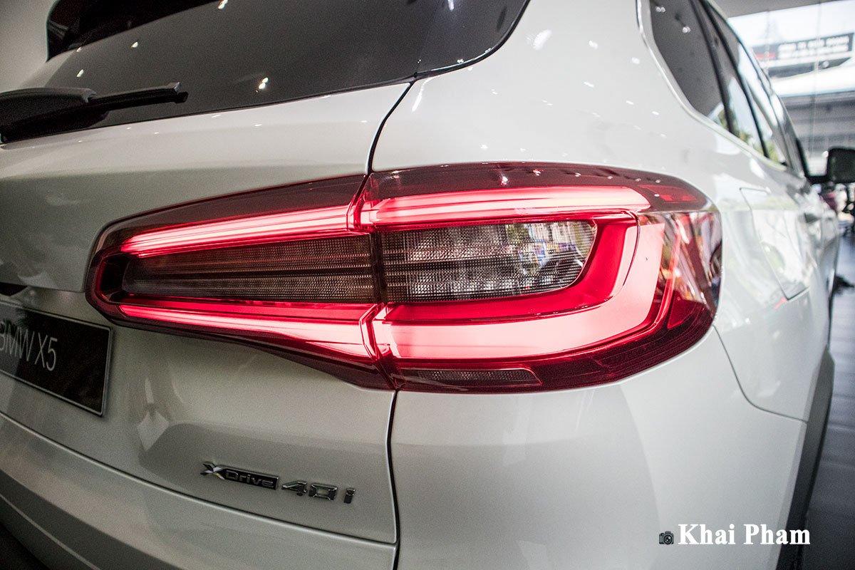 Ảnh đèn hậu phải xe BMW X5 xDrive 40i xLine 2020