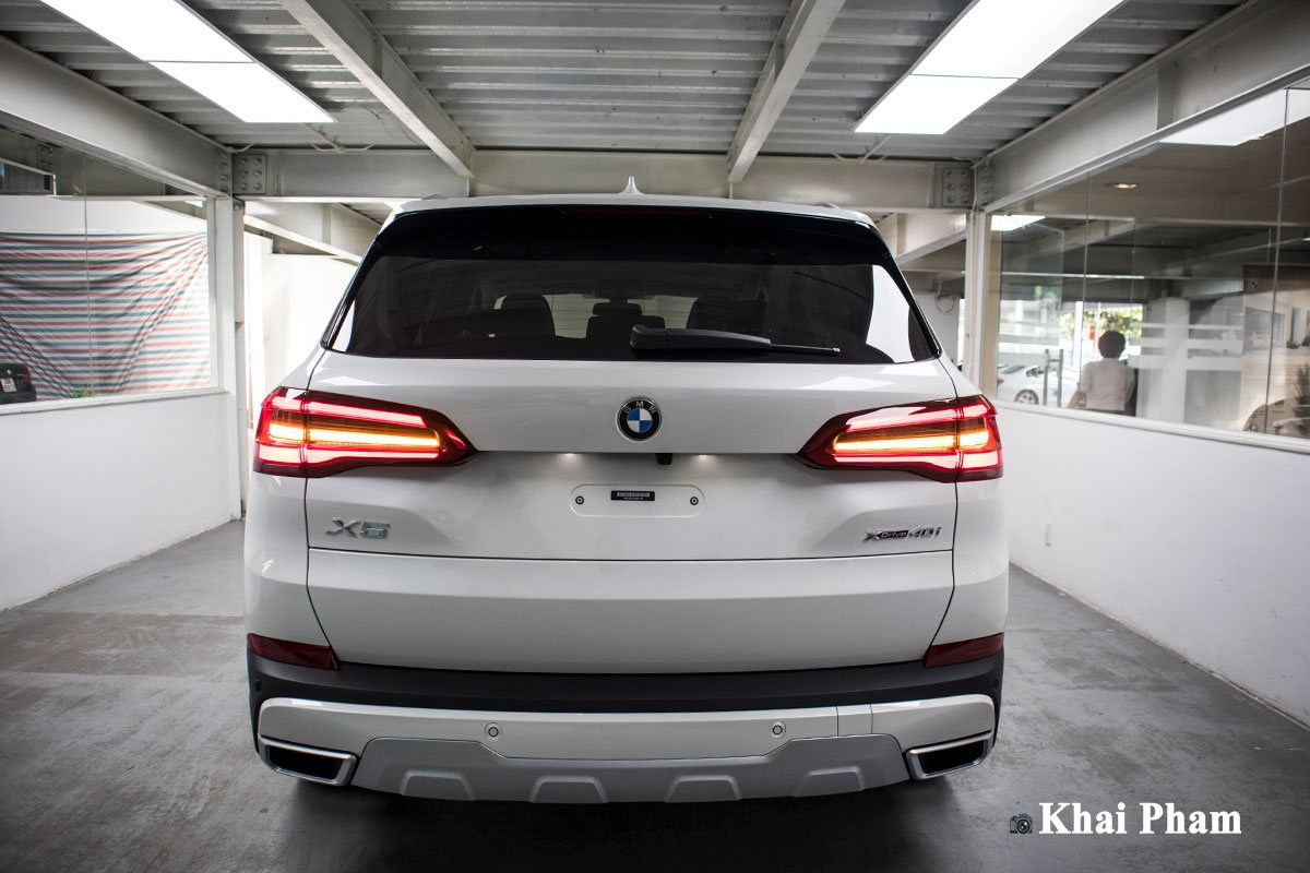 Ảnh chính diện đuôi xe BMW X5 xDrive 40i xLine Plus 2020