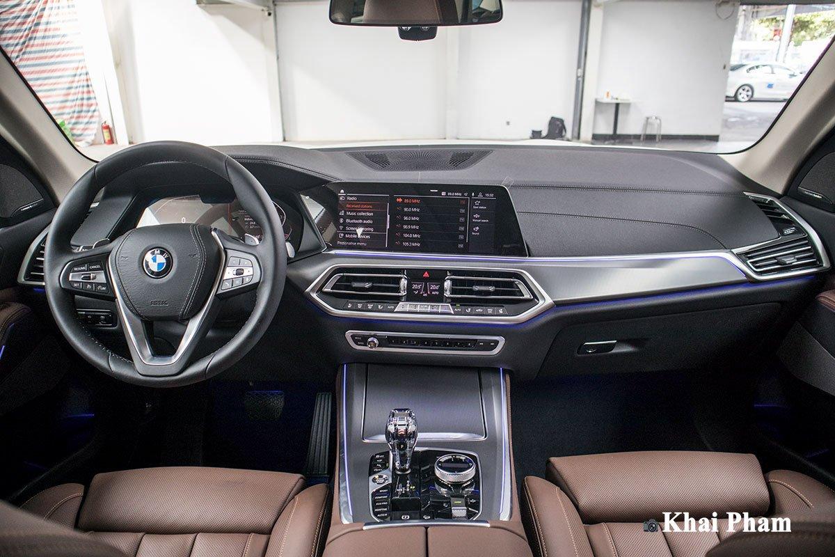 Ảnh chính diện khoang lái xe BMW X5 xDrive 40i xLine Plus 2020