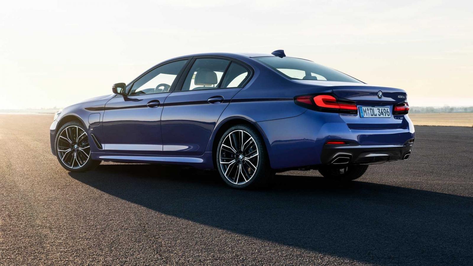 BMW 5-Series 2021 ứng dụng lối tạo hình hiện đại, tinh vi hơn.