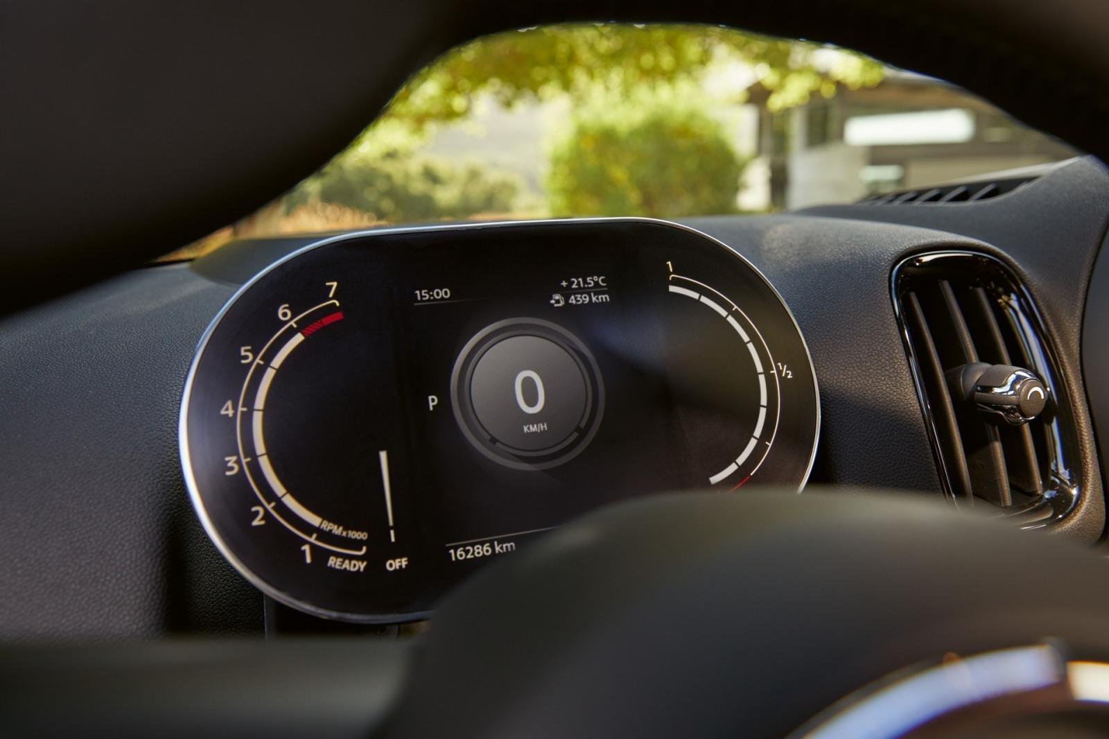 Mini Countryman 2021 facelift trang bị công nghệ hiện đại.