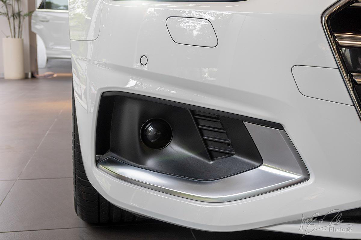 Đánh giá xe Audi A4 2020: hốc gió bên làm nổi bật vẻ năng động, thể thao cho chiếc xe.