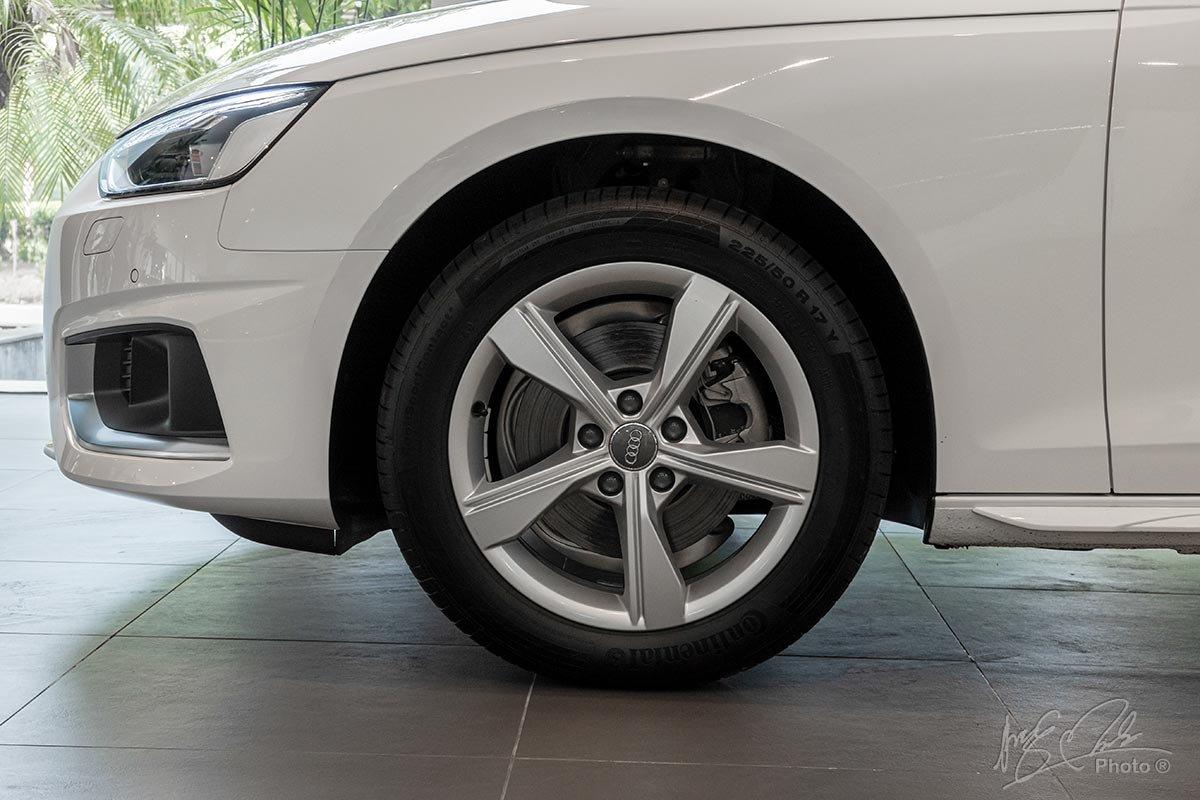Đánh giá xe Audi A4 2020: la-zăng được nâng từ 17 lên 18 inch tiêu chuẩn.
