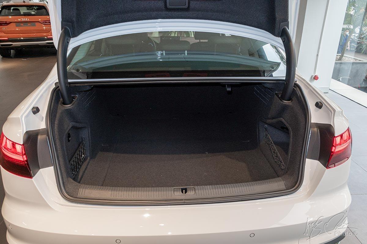 Đánh giá xe Audi A4 2020: Khoang hành lý có dung tích 480 lít.