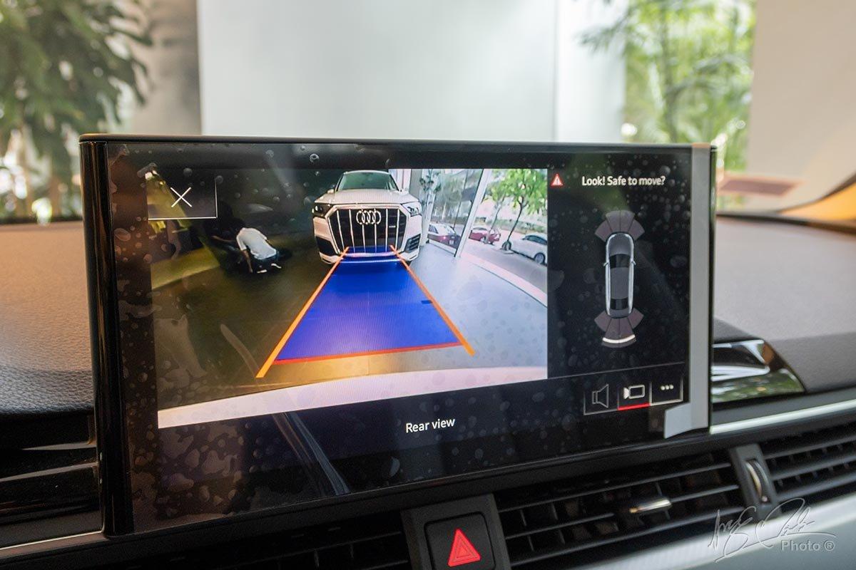 Đánh giá xe Audi A4 2020: Camera lùi.