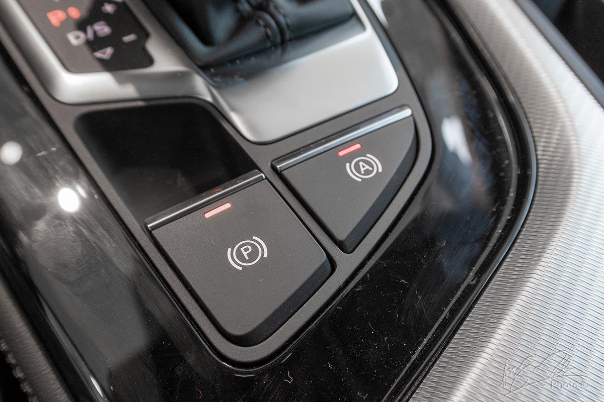 Đánh giá xe Audi A4 2020: Phanh tay điện tử, tự động phanh khi dừng đỗ.