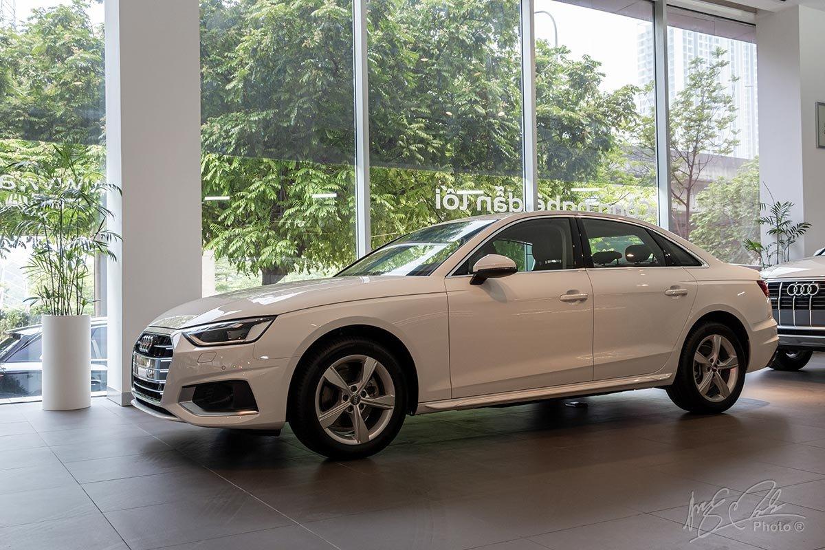 Đánh giá xe Audi A4 2020: Khung gầm nhẹ và chống xoắn vặn tốt, được nhiều chuyên gia đánh giá cao.