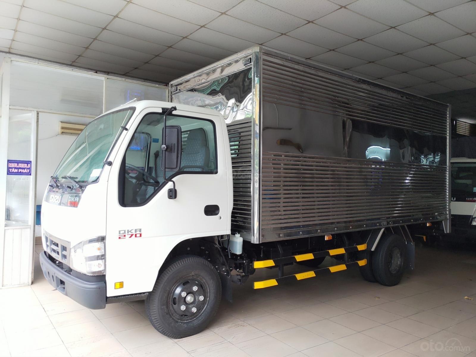 Isuzu 2850 kg, thùng dài 4m4, KM: 10.4tr tiền mặt, máy lạnh, 12 phiếu bảo dưỡng, radio MP3 (1)