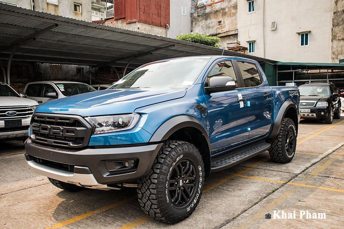 Ảnh đầu xe Ford Ranger Raptor 2020 màu xanh