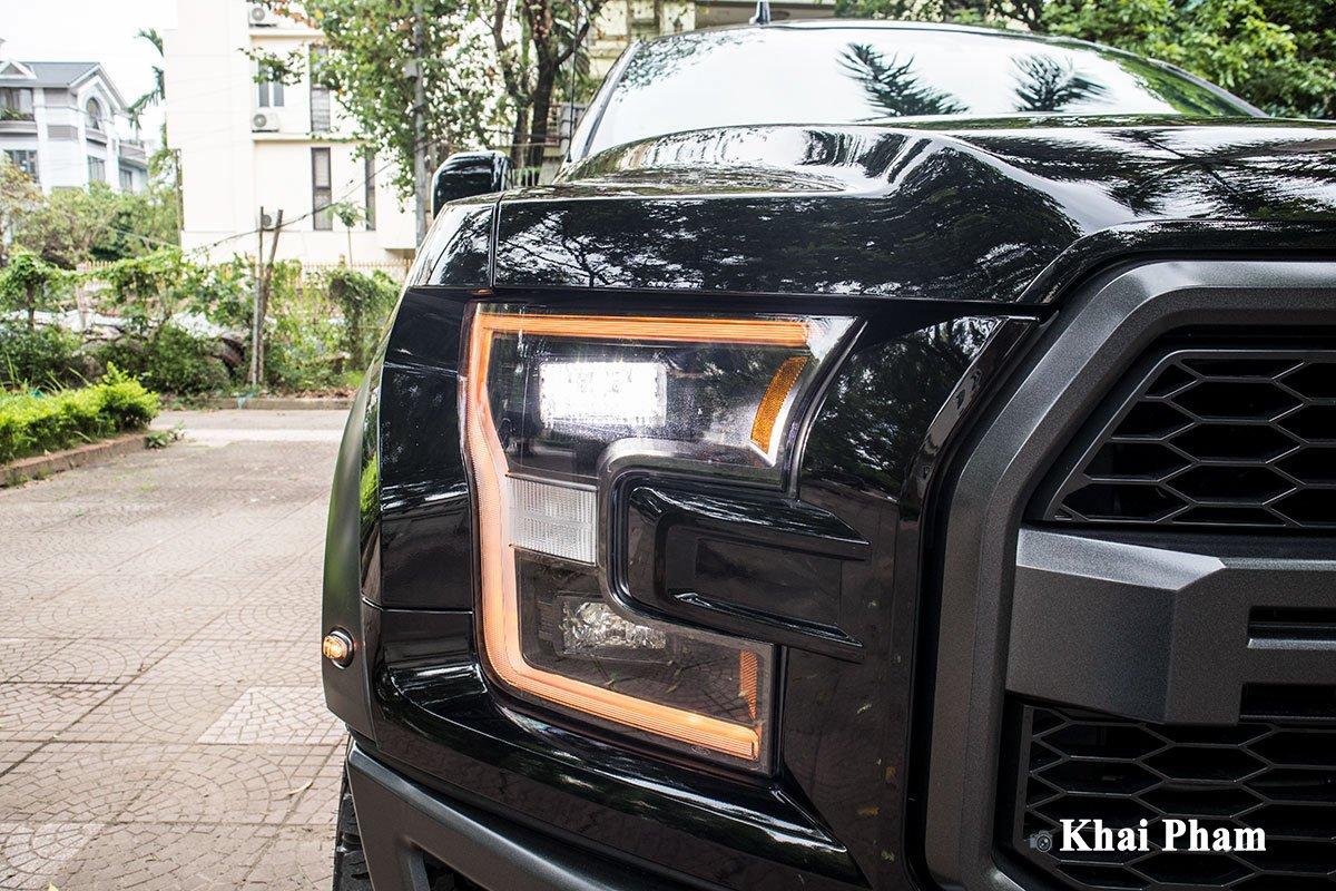Ảnh đèn pha trái xe Ford F-150 Raptor 2020