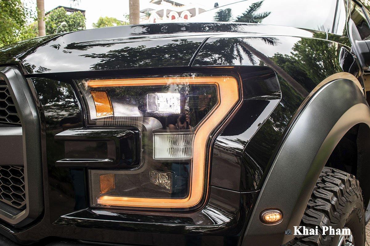 Ảnh đèn pha phải xe Ford F-150 Raptor 2020