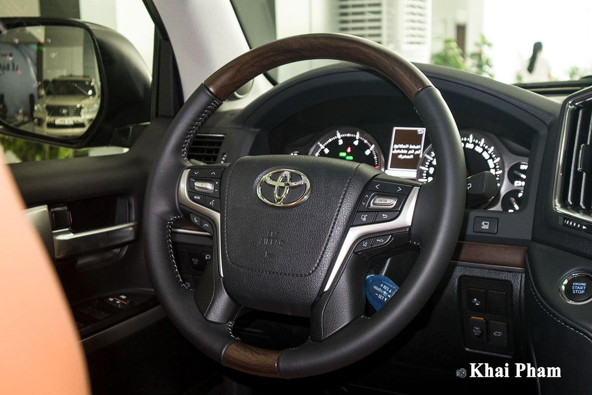 Ảnh vô-lăng xe Toyota Land Cruiser 2020