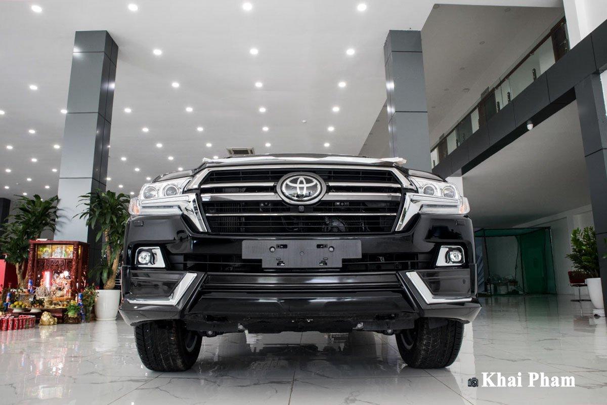 Ảnh đầu xe Toyota Land Cruiser 2020 dưới thấp