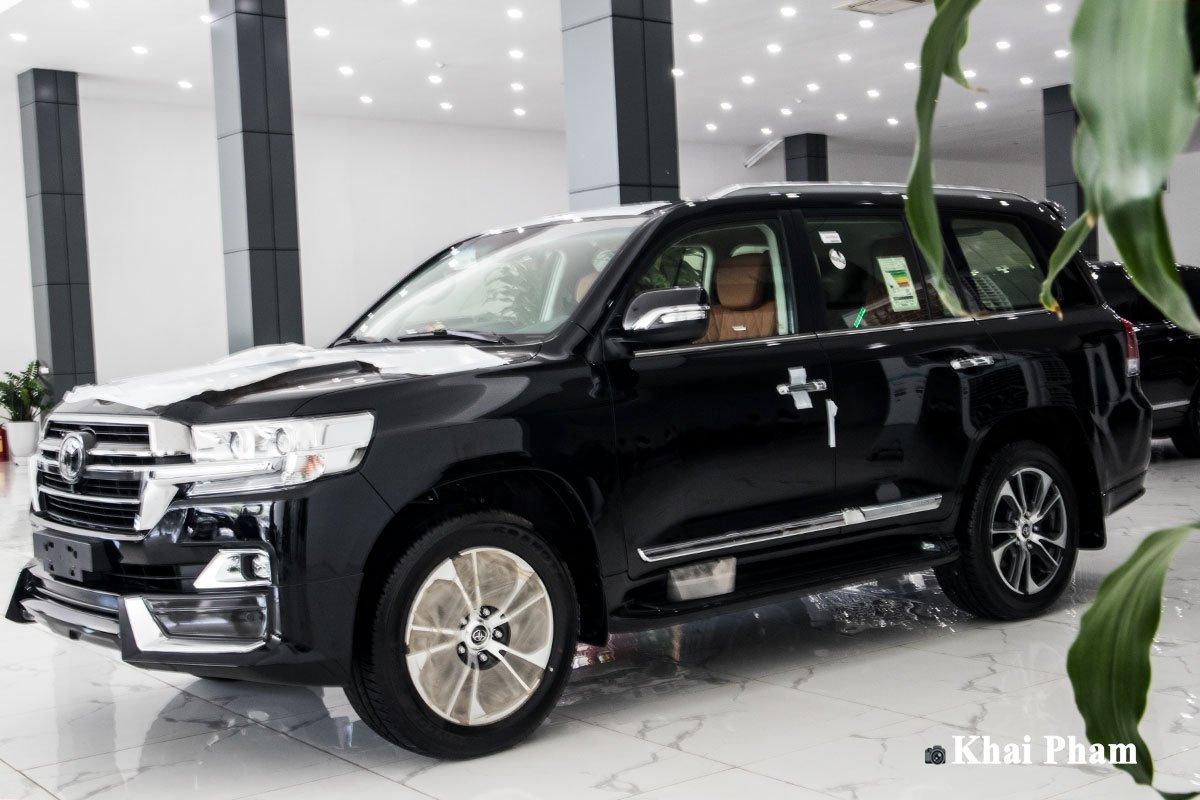 """""""Bóc tem"""" xe Toyota Land Cruiser 2020 4 ghế VIP nhập Trung Đông vừa về Việt Nam, nhiều điểm mới a1"""