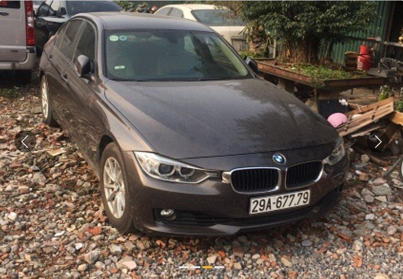 BMW 320i đời 2012 sụt nửa giá sau 8 hoạt động.