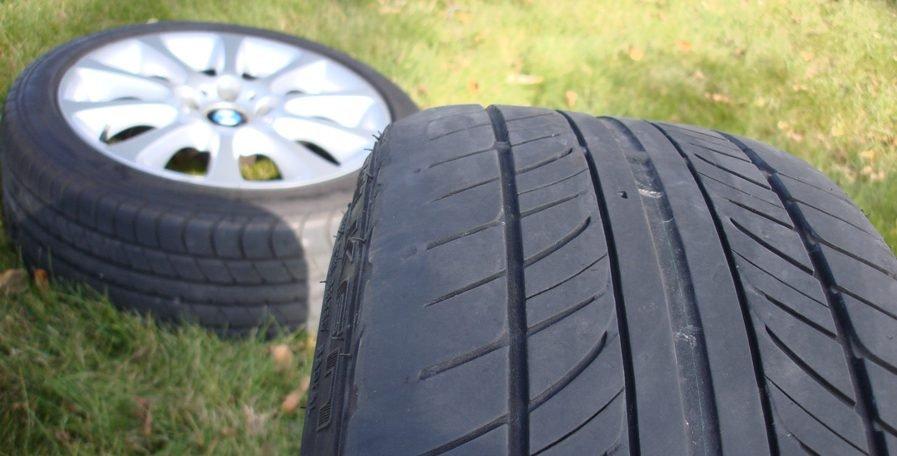 Lốp xe ô tô không mòn đều là dấu hiệu có thể liên quan đến bộ phuộc.