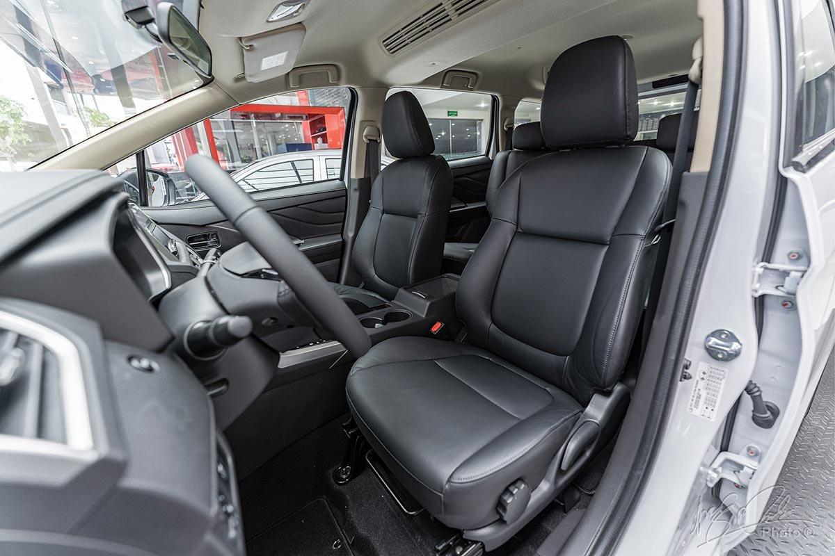 Ghế ngồi bọc da đen trên Mitsubishi Xpander 2020.
