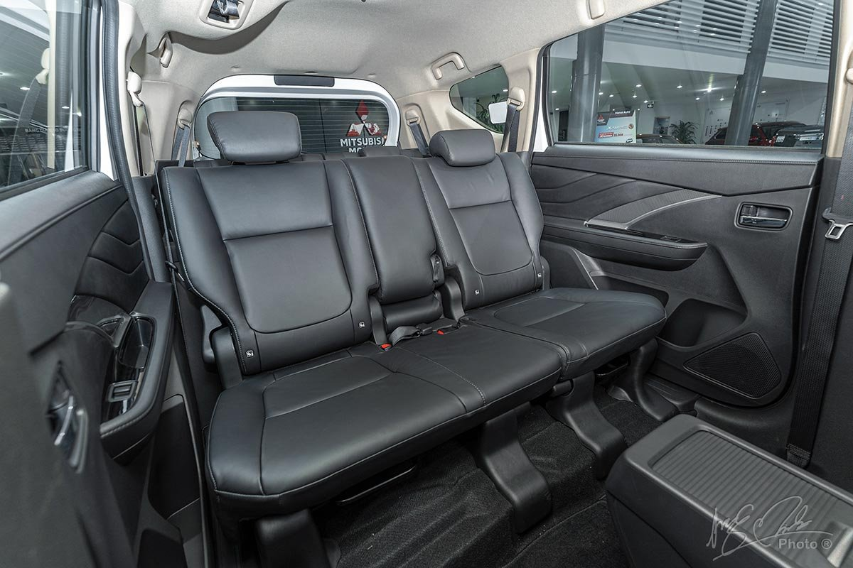 Ghế ngồi bọc da đen trên Mitsubishi Xpander 2020 1.